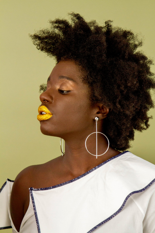 gold lip.jpg