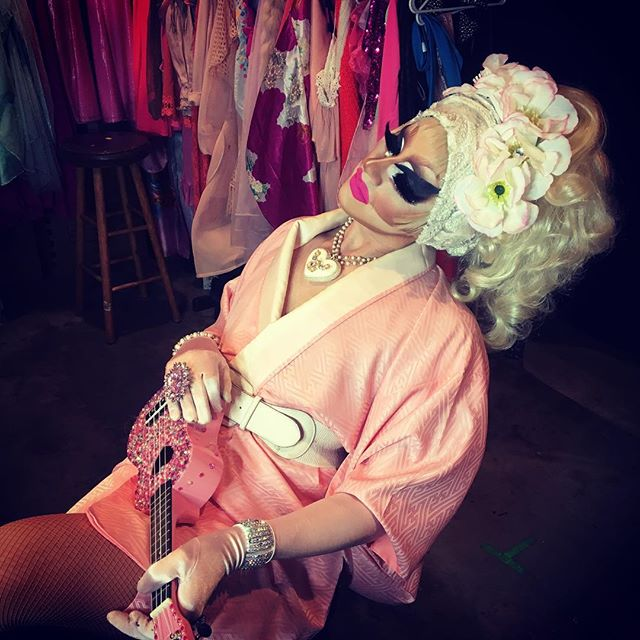The lovely Trixie Mattel on set doin' her. So much respect for this one. Bedazzled #ukulele in hand 💎🛠💎 #beautifulbitch 🎥🎬🔪 Making movies with @samnulman @a_tocchio @aceypresto and @directorbrandon4