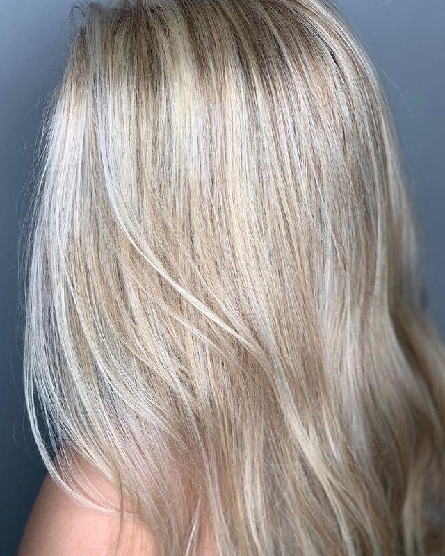 Blonde 🍦 . . #razzmatazzhairstudio #capecodsalon #capecodhairstylist #bestofcapecod #balayagehighlights #behindthechair #hairinspo #redken #moroccanoil #ittakesapro #saloncentric