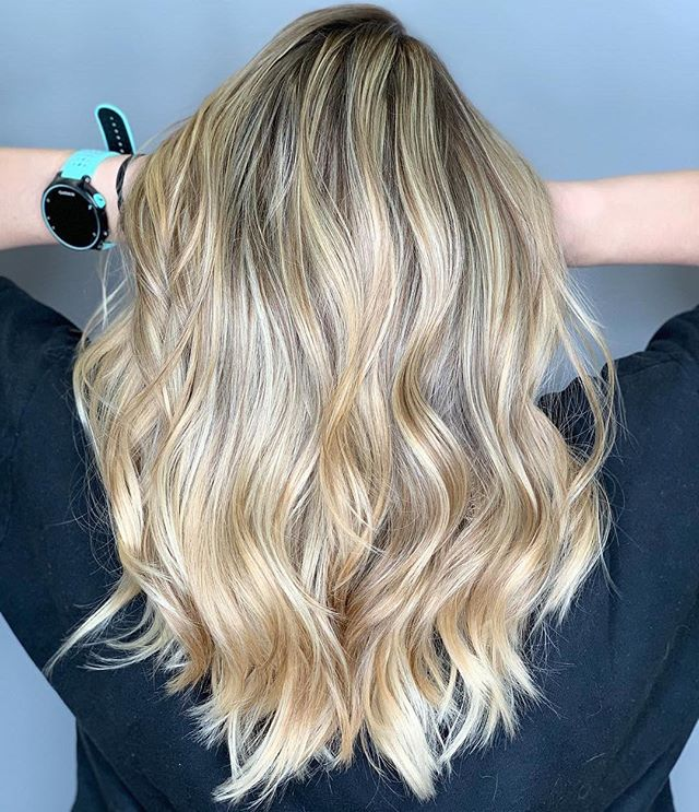 Balayage and babylights for the win 🙌  Hair by @caseylee_hair  swipe 🔙 to see what she started with  #razzmatazzhairstudio #bestofcapecod #bestofcapecodlife #capecodhair #capecodhairstylist #capecodsalon #redken #cosmoprofbeauty #behindthechair #btcfirstfeature #hairinspo #ittakesapro #bayalagehighlights #babylights #babylightsandbalayage #blondehair #hairblogger #hairindustry #hairphotography #dimensionalbalayage #livedinhair