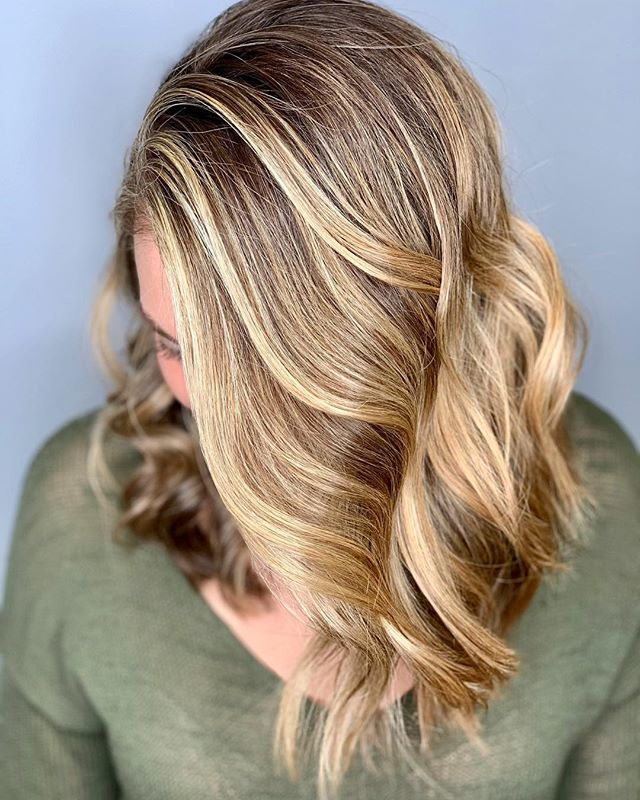 In case you're wondering what perfection looks like  and her hair ain't bad either! ✨  Our former little desk angel @dmoylan15 who's all grown up now and killin it as a nurse in CT came in to have @caseylee_hair work her magic ✨  #razzmatazzhairstudio #bestofcapecod #bestofcapecodlife #capecodhair #capecodhairstylist #capecodsalon #ittakesapro #maneinterest #hairgoals #behindthechair #btcfirstfeature #bestofbalayage #foilayage #redkenshadeseq #faceframinghighlights #americansalon #licensedtocreate #beautylaunchpad #honeyblondehair