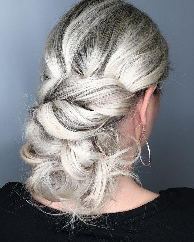WINTER IS COMING ❄️ . . #razzmatazzhairstudio #platinumblonde #platinumhair #winteriscoming #gameofthrones #capecodsalon #capecodhair #capecodhairstylist #bestofcapecod #behindthechair #btcfirstfeature #licensedtocreate #modernsalon #americansalon #moroccanoilpro #iceicebaby #silverhair #hotheadshairextensions #hairgoals #coolblonde #blondeaf #hairinspo #cosmoprofbeauty #olaplex