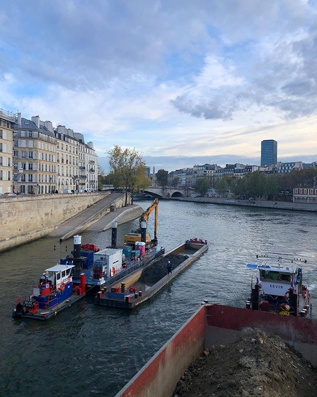 The juxtaposition of elegance and industrialism is one of the things about Paris that entrances me. #tbt to November.  #Paris #Seine #November #travels #barge #mansardroof #france #architecture #life #memories #aesthetic