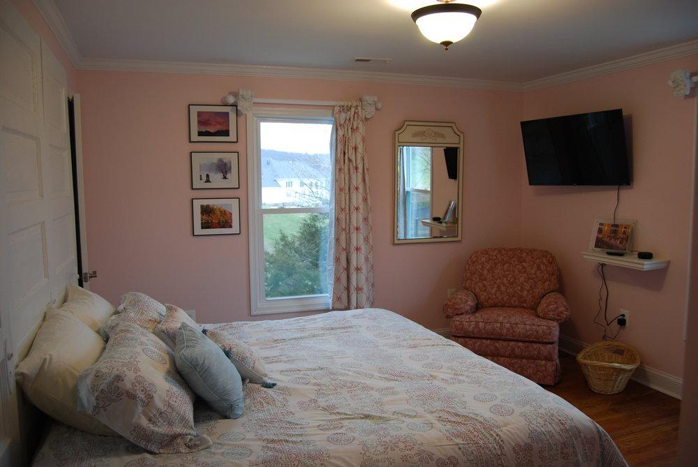 bedroom e2.JPG