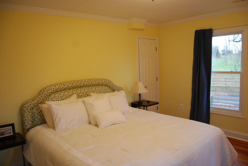 bedroom f1.JPG