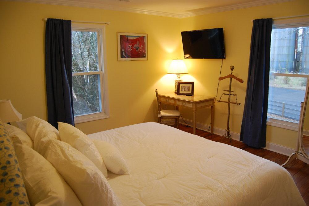 bedroom f2.JPG