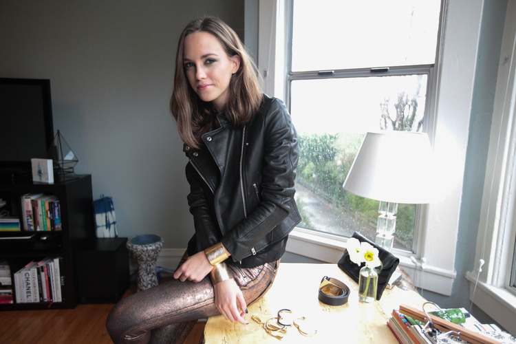"<h2><a href=""http://www.carorooney.com/"">Caroline Rooney Serrano, Stylist</a></h2>"