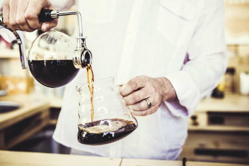 simon lÉvelt Al 200 jaar vormen thee en koffie van de hoogste kwaliteit onze passie en staat de zorg voor mens en mileu voorop. Ontdek de smaken, deel de passie! www.simonlevelt.nl
