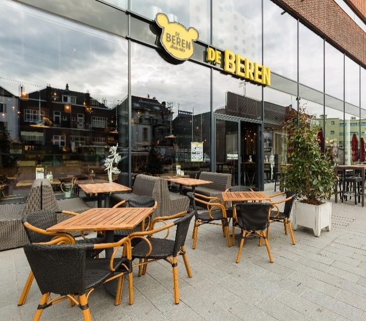 De Beren - Bij betaling met de 'Dit Is PAS Arnhem' ontvangt u 10% korting m.u.v. kortingen en acties!Geniet zeven dagen per week van de lekkerste vis- en vleesgerechten die worden bereid op de houtskoolgrill. Niet alleen gebruiken wij producten van hoge kwaliteit, maar worden de sauzen, marinades en de kruidenboter bereid volgens authentiek Berenrecept. Je kan zowel lunchen als dineren en gezellig borrelen in het restaurant of op het terras, vanaf 12:00.www.beren.nl