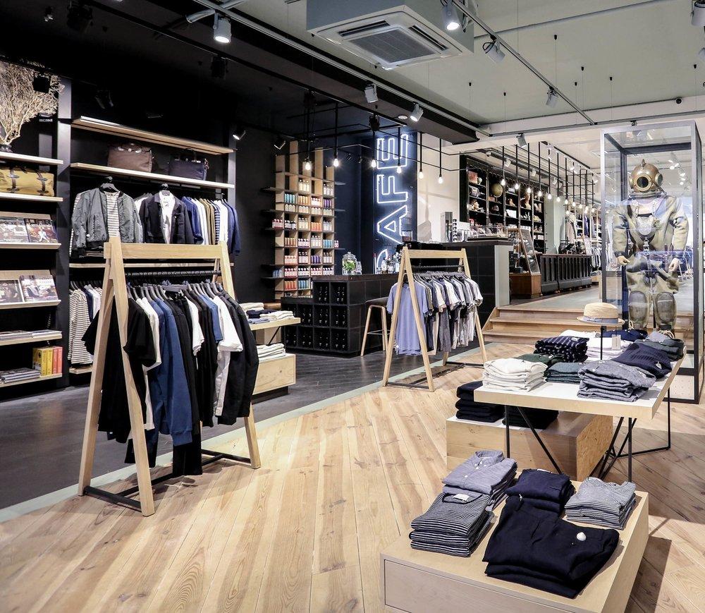 Coef - Coef Men is een unieke lifestyle winkel voor mannen. De stijlbewuste man is hier aan het goede adres voor kleding, schoenen, tassen, boeken, horloges en verzorgingsproducten.www.coef.nl