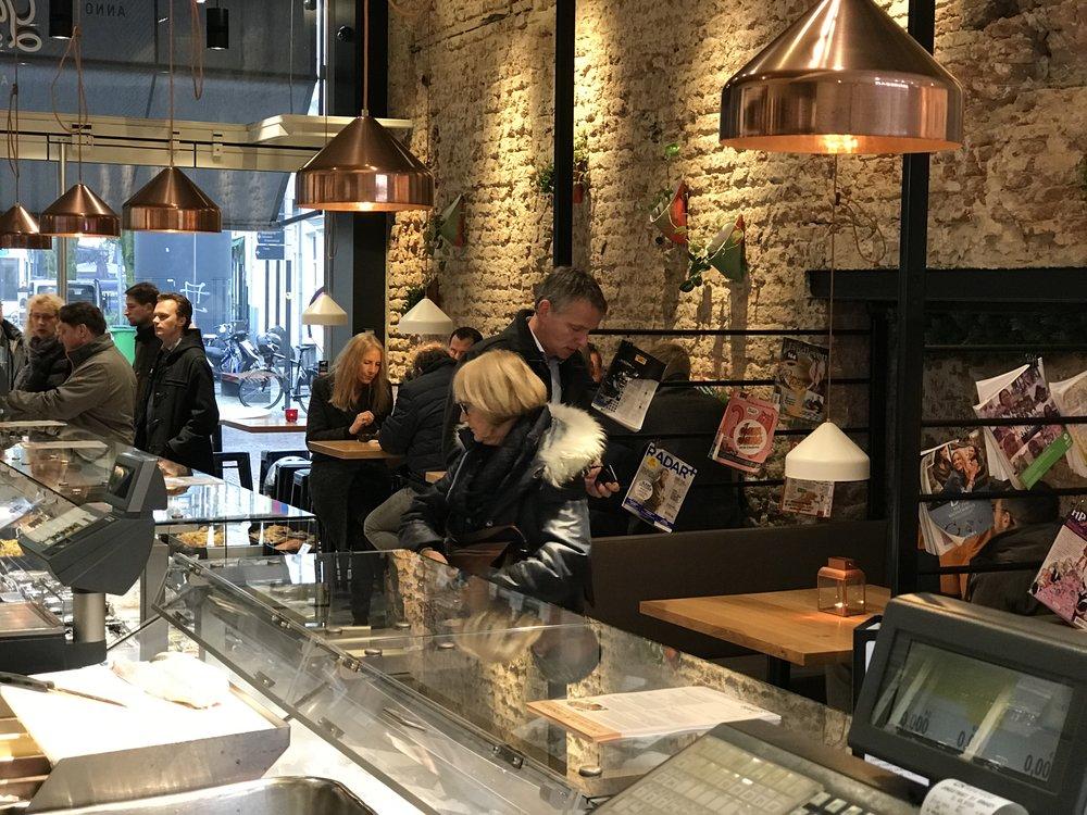 gamba seafood In 1981 werd Gamba Visspecialiteiten in Arnhem gestart. Mooie producten verkopen is altijd het streven geweest van de oprichters, vader Henk Motshagen en zoon Rien. Optimale aandacht bij de inkoop en verwerking moet ertoe leiden dat de klant geniet van vis. www.gamba.nl