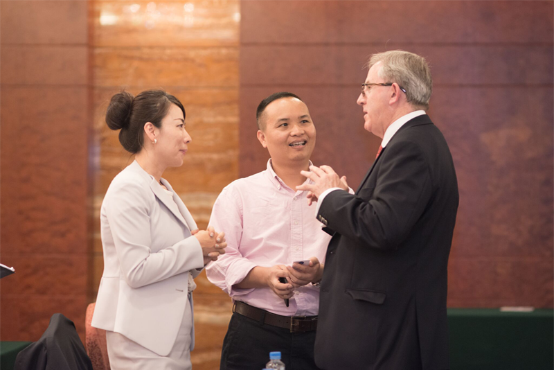 An expert speaker on China talks about how to communicate with Chinese investors