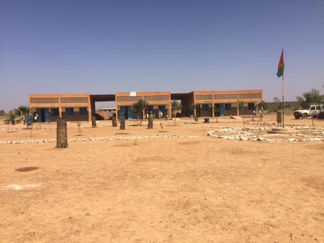 En skole med 3 klasserom.