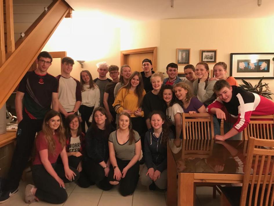 Die irischen und deutschen Teilnehmer am Austausch 2017/2018 beim gemütlichen Beisammensein in Irland