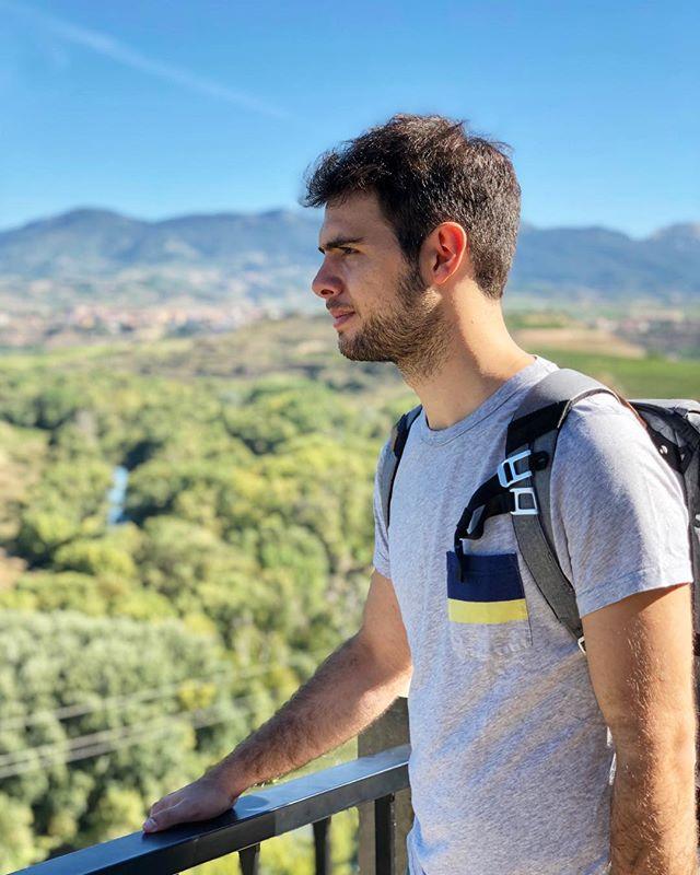 ¡Habemus vídeo 🎉🎊! Pueblos amurallados, viñedos infinitos y bodegas impresionantes.  Acompáñanos en nuestro viaje de 3 días por La Rioja. 🌍Link en la bio☝🏻! Este es nuestro primer vídeo en YouTube, así que toda crítica constructiva será bienvenida 🙏🏻 Por favor comentad, compartid y suscribiros! Nos hará mucha ilusión!😘 . . #somostravelholics . . #larioja #logroño #lariojaapetece #lariojaturismo #rioja #travel #españa #riojaalta #picoftheday #instagram #natural #turismo #lariojatodoelaño #blogger #navarra #naturaleza #trekking #nature #instagood #landscape #bodegas #travelblogger #iamtraveler #travelbloggeres #videoblog #instatravel