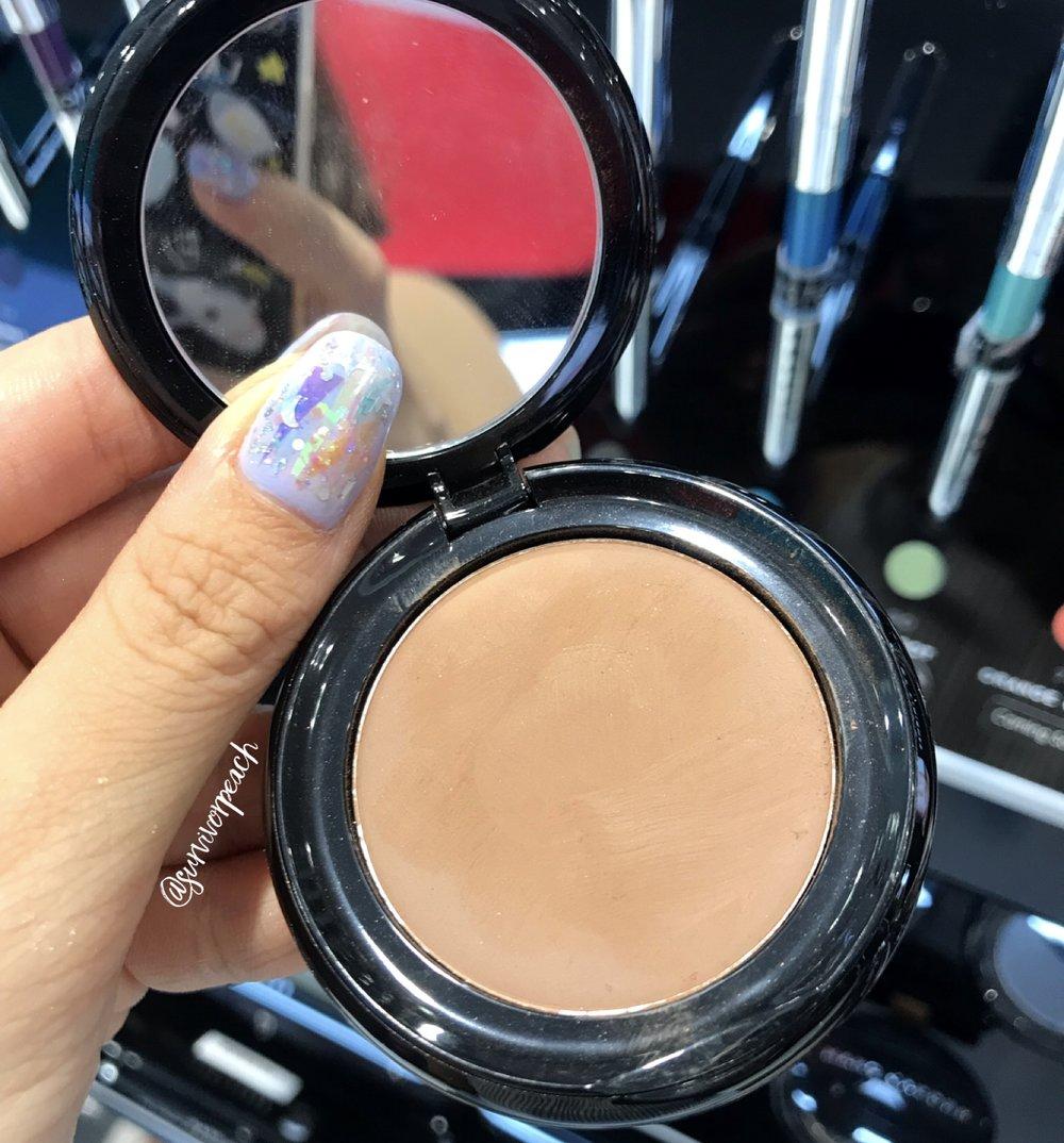 Marc Jacobs Beauty O!Mega Gel Powder Eyeshadow in Daddi-O!