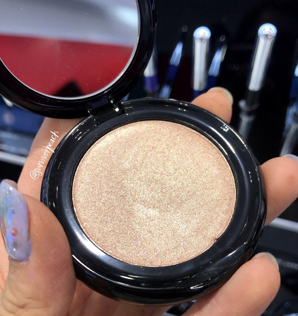Marc Jacobs Beauty O!Mega Gel Powder Eyeshadow in Prim-O!