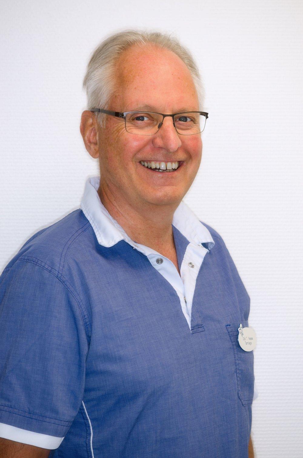 Tannlege Odd T. Nesse - spesialkompetanse implantatprotetikk