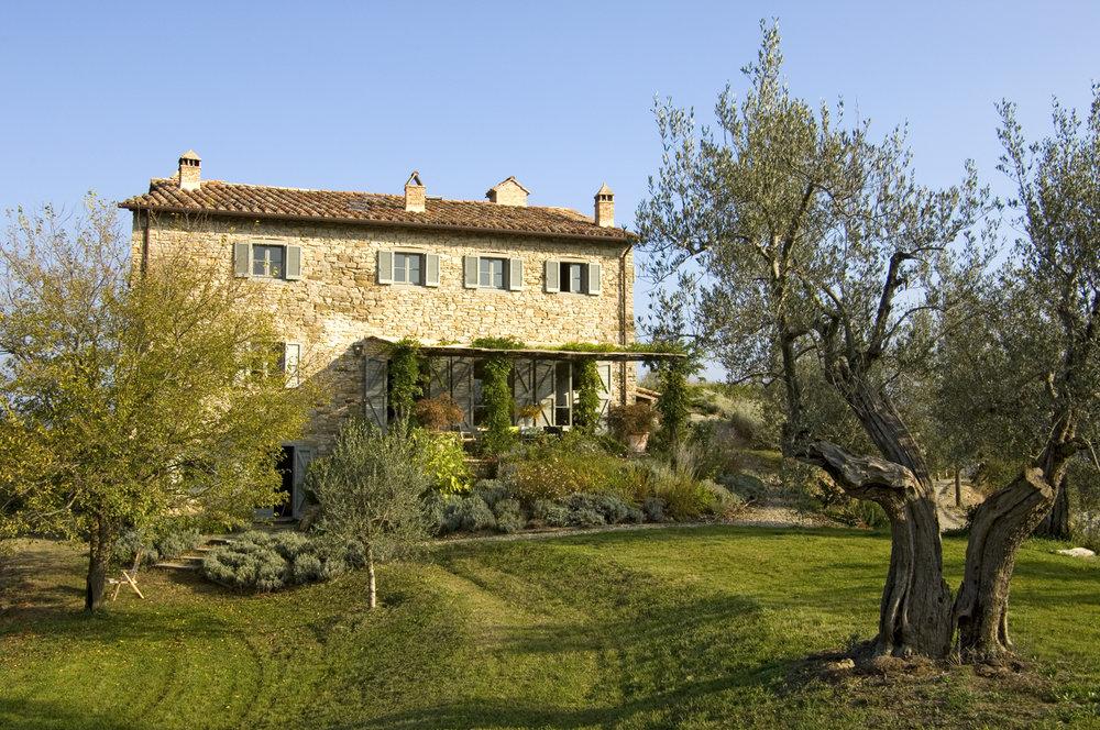 Italian Style  Kate Ganz (1) Umbertide. View of house   03.jpg