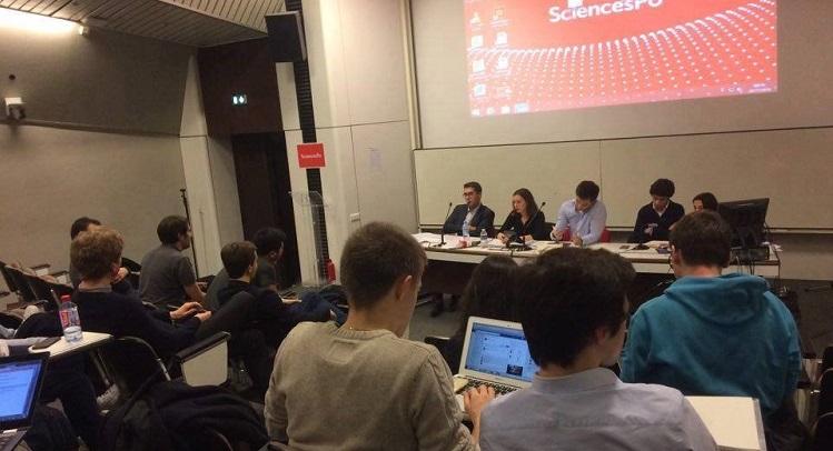 Pendant le débat de la primaire citoyenne le 23 novembre à Sciences Po. Crédits : Maëlle Gélin