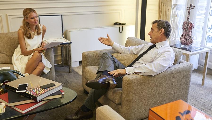 Nicolas Sarkozy interviewé par Anne-Sophie Beauvais, directrice générale de Sciences Po Alumni pour le magazine  Émile. (Crédits : Manuel Braun)