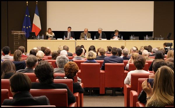 Anne-Sophie Beauvais, Olivier Faure, Marc Lambron, Pascal Perrineau et Alain Finkielkraut lors de la conférence du 18 janvier à l'Assemblée nationale (crédits photo : EL/Sciences Po Alumni)