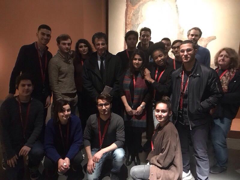 """Les élèves ont été accueillis par Jack Lang lors de la visite de l'exposition """"Chrétiens d'Orient. Deux mille ans d'histoire.""""(Crédits photo: Assemblée des Curieux)"""