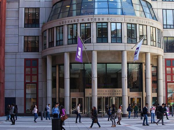Entrée de la Stern School of Business de la NYU   Photo : D.R