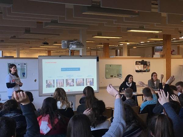Trois membres de l'équipe opérationnelle en déplacement dans un établissement partenaire pour toucher le plus grand nombre de jeunes (janvier 2018, académie de Nancy-Metz.)