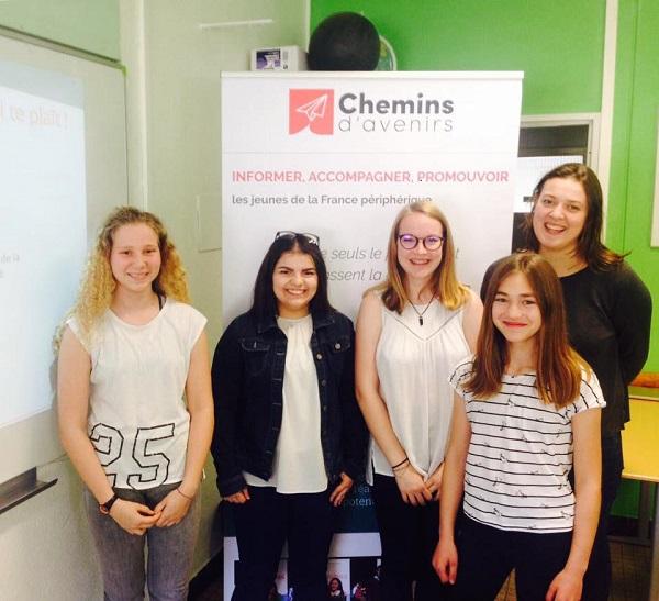 Un atelier sur la confiance en soi auprès de collégiennes filleules de l'association dans les Vosges au printemps 2018 (crédit : Chemins d'avenirs)
