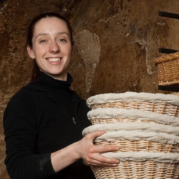 Apollonia Poilâne - La boulangèreL'héritière dirige la boulangerie familiale depuis ses 18 ans. Elle n'a rien changé au façonnage du pain, tout en exportant à l'international.