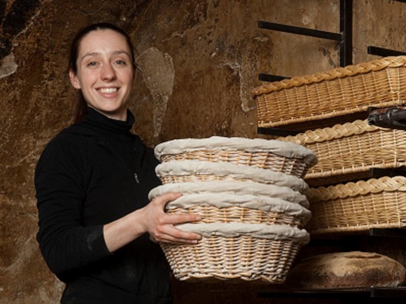 Apollonia Poilâne dans la boulangerie familiale (Crédits photo: Baudouin Photography)