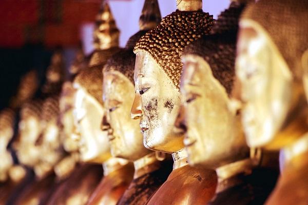 Statues de Bouddha dans un temple thaïlandais (crédits photo : Shutterstock)