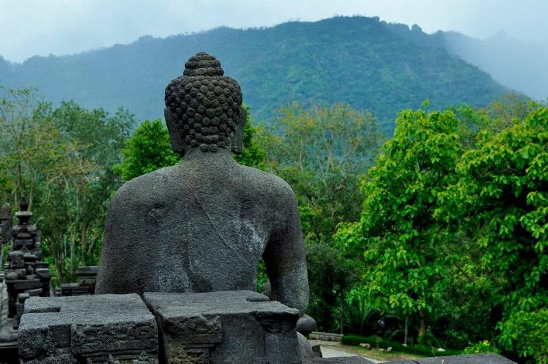 Bouddha dans le temple indonésien du temple Borobudur en Indonésie (crédits photo : Maïna Marjany)