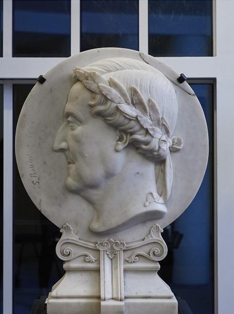 Ce bas-relief de Rossini a été trouvé, tout poussiéreux, à l'Opéra Garnier, où il végétait. Jean-Philippe Thiellay l'a fait nettoyer : il trône désormais dans son bureau, au 8e étage de l'Opéra Bastille. Crédits photo : Aglaé Bory