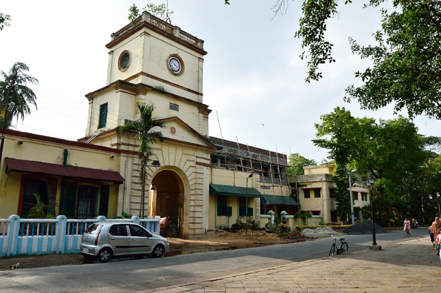 Clock_Tower_-_Chandernagore_Subsidiary_Jail_-_Strand_Road_-_Chandan_Nagar_-_Hooghly_-_2013-05-19_7879.JPG