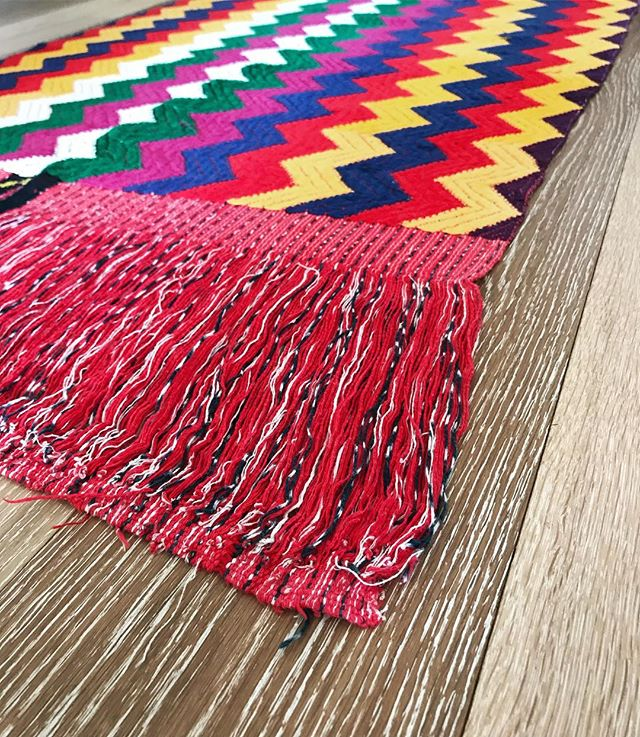 Ceremonial Tzute! This close up is of the frindge shows instead of cutting it of the loom they let it together making it a more of a tricky piece to finish! . .  #bags #boho #ethnic #huipil #guatemala #newmexico #albuquerque #santafe #handmade #handwoven #fall #style #goods #fairtrade #mayan #colorful #cotton #smallbusiness #supportsmallbusiness #newmexican #nmtrue #southwest #desertstyle #calabasaimports