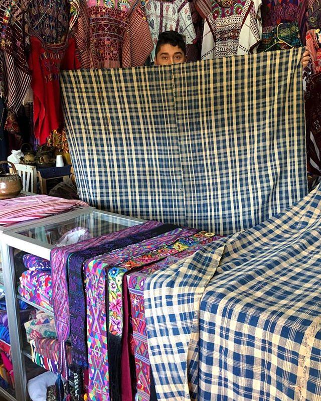 Shopping away!!! (Super old Momostenango paraje) . . . #bags #boho #ethnic #huipil #guatemala #newmexico #albuquerque #santafe #handmade #handwoven #fall #style #goods #fairtrade #mayan #colorful #cotton #smallbusiness #supportsmallbusiness #newmexican #nmtrue #southwest #desertstyle #calabasaimports