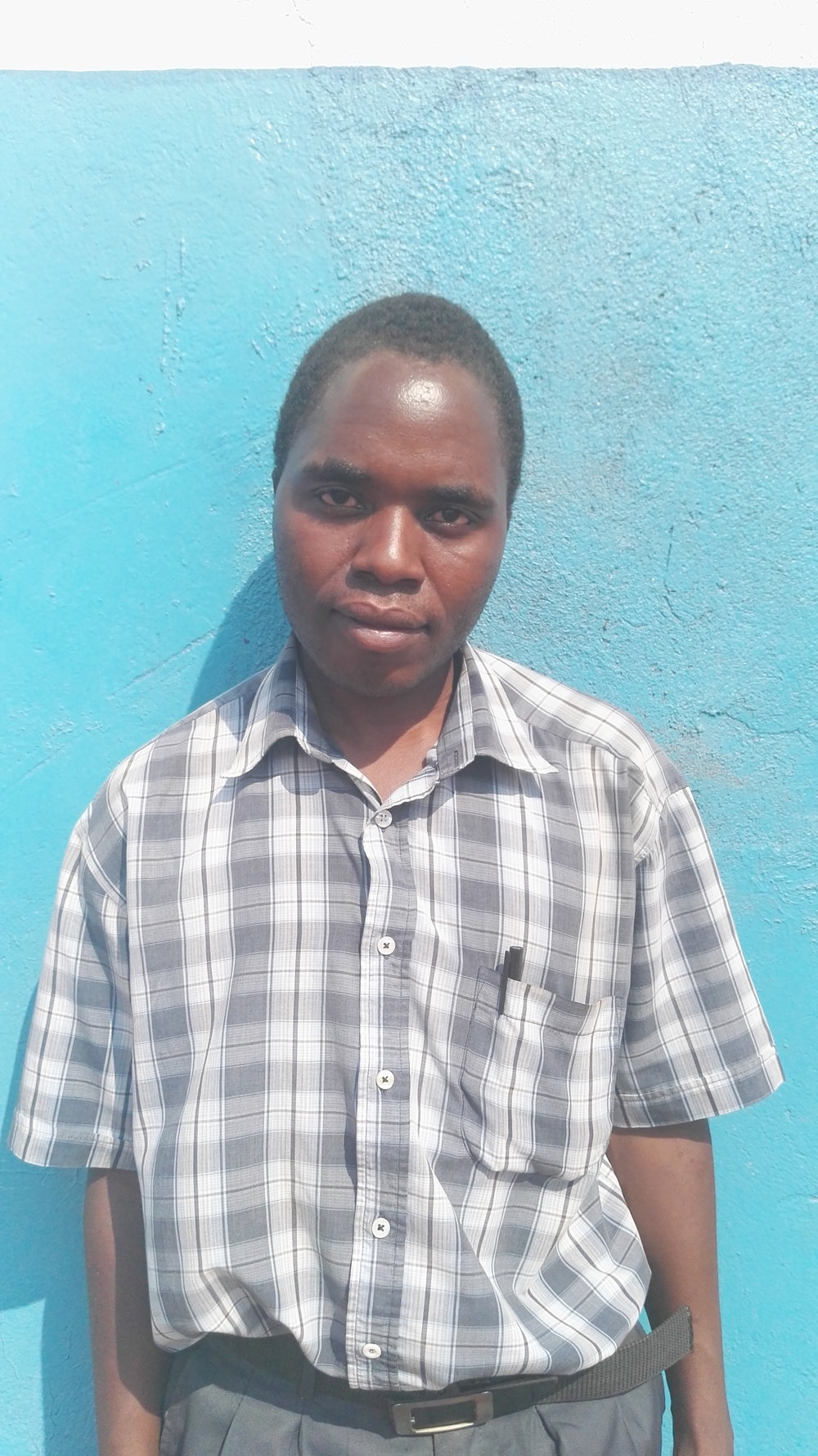 Petros Banda, Teacher Supervisor Katete    Petros Banda is the Teacher Supervisor for Zone B. He joined Impact Network in 2010 as a grade 1 teacher at Kanyelele and is the longest employed teacher at Impact Network. During his time at Impact Network he has worked with grades 1-5. He became a Teacher Supervisor in 2016, during term 2.