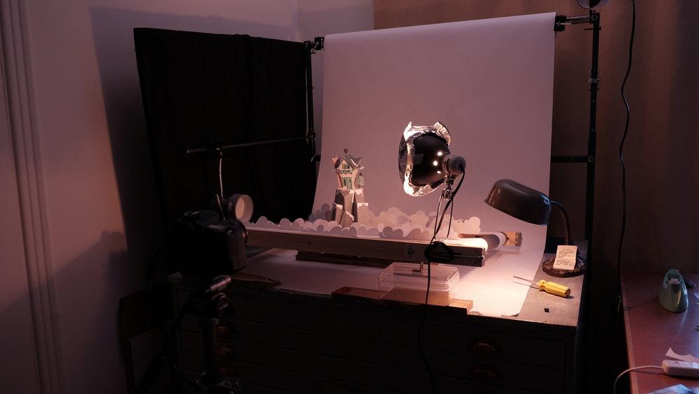 Set design et mécanique de plateau  Carton, acier, bois  Plateau de tournage pour un spot de Noëll