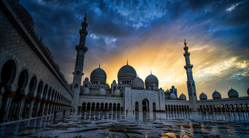 The Sheikh Zayed Mosque in Abu Dhabi, the capital of the UAE. || Greg Goodman, Flickr