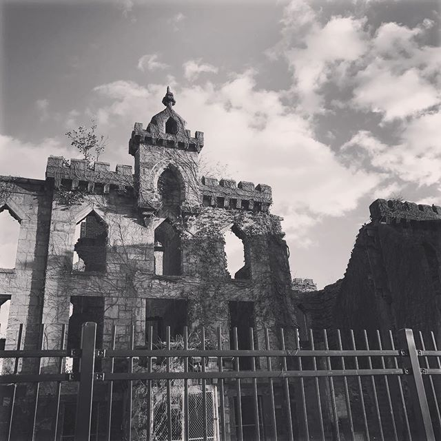 The abandoned smallpox hospital on Roosevelt Island in NYC gives off some seriously creepy vibes. You should totally go there... * * * * #creepy #nyc #scary #scarycabin #hospital #smallpoxhospital #immersivestorytelling #inspo #inspiration #writinginspo #horrorinspo #interactive #interactivegames #narrativegame #interactivestory #interactivestorytelling #interactivefiction #AI #artificialintelligence #machinelearning #fanengagement #multipleendings
