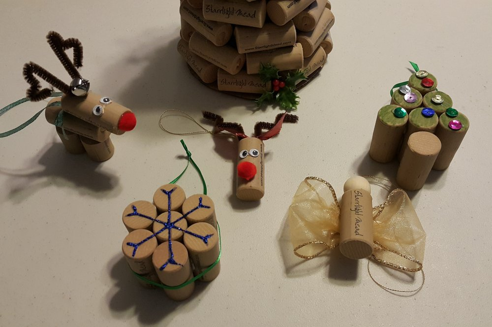 Easy glue gun created cork ornaments that you can make for your tree!