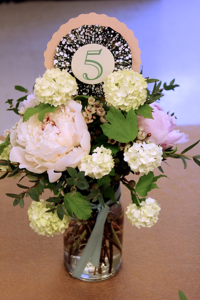 Centrepiece with table number floral pick