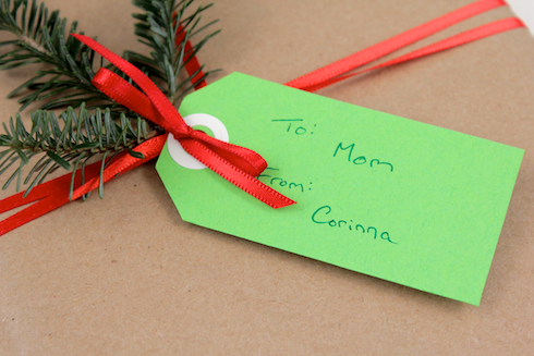 DIY Coloured Shipping Tag on Gift