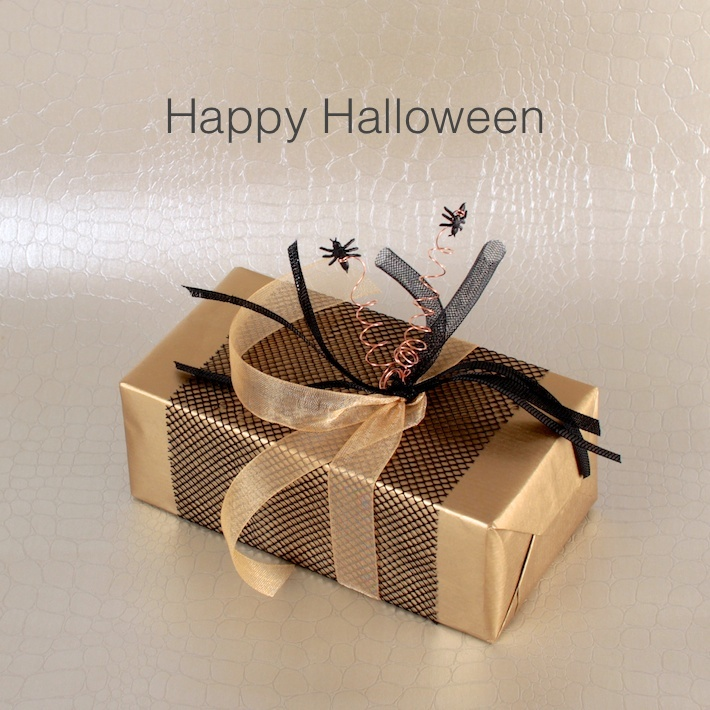 Halloween: Gold and black gift with ants