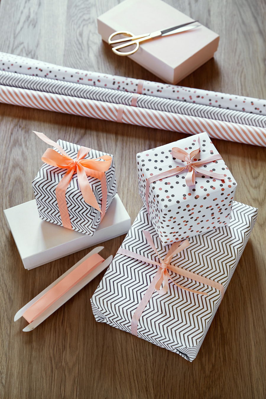 wrapping_paper-froh_frau2.jpg
