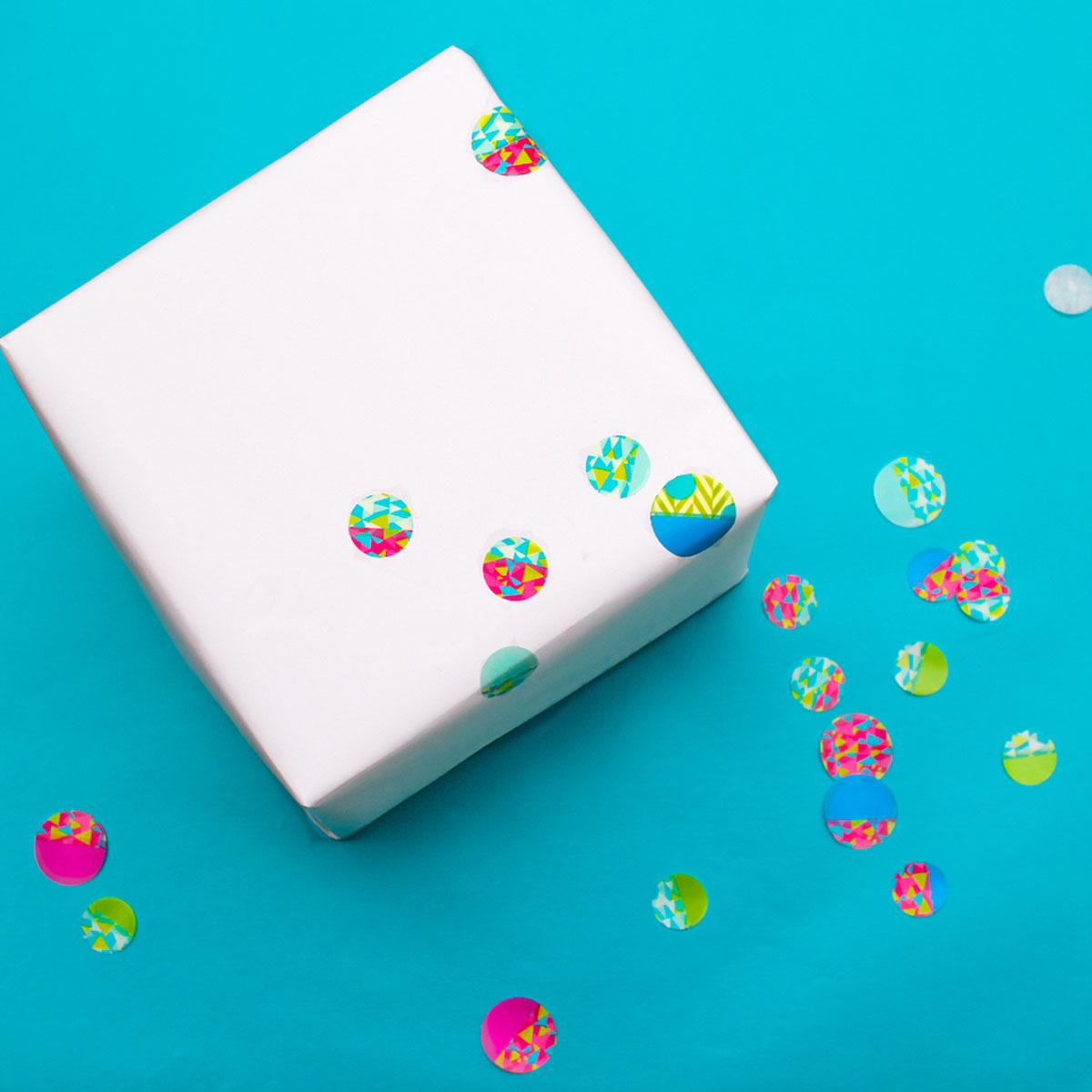 DIY Confetti-dot gift wrapping for a kid's birthday | Step 3: Apply the dots to the paper | CorinnaWraps.wordpress.com
