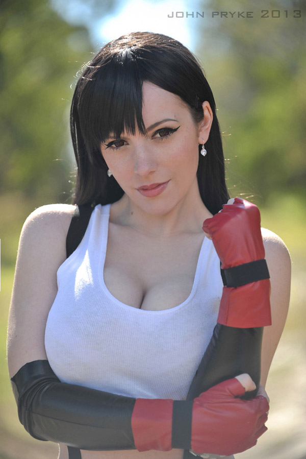 Katyuska-MoonFox-as-Tifa-Lockheart-3-tn