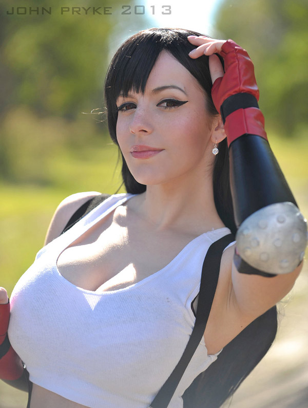 Katyuska-MoonFox-as-Tifa-Lockheart-2-tn